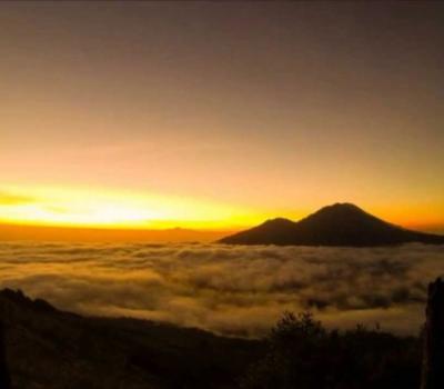 l'ascension le mont Batur, lever de soleil 2020
