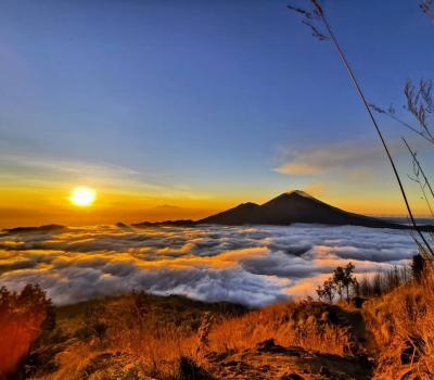 l'ascension du mont batur,panoramique le lever de soleil