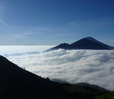 trés magnifique  lever de soleil au sommet du mont batur ,faites l'ascension !
