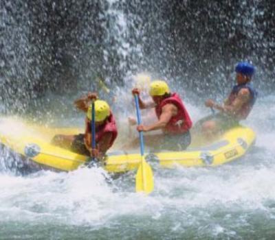 balade à pied  à sidemaen combanaison rafting telaga waja