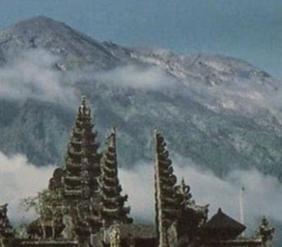 voir la vue du lever du soleil depuis le sommet du volcan agung de 3142m,balilabelle