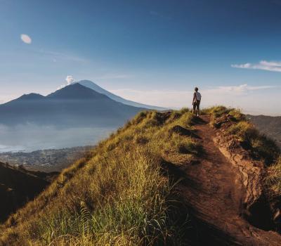 une belle randonnée mont batur à bali avec  la beauté du lever du soleil,balilabelle