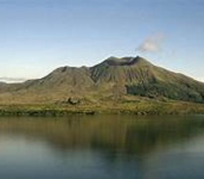 escalade du mont batur ,le volcan actif avec lever de soleil