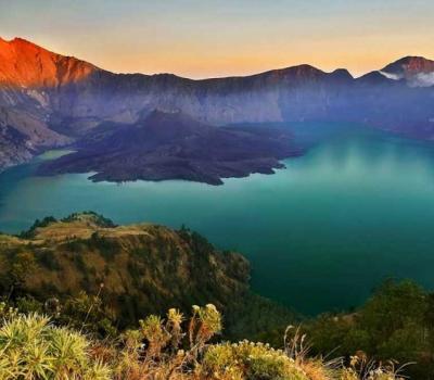 randonnée au mont rinjani magnifique le lever de soleil