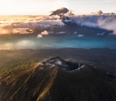 l'ascension le mont Batur, lever de soleil