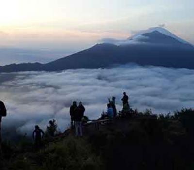 bali L'ascension du mont Batur est très magnifique par la beauté du lever du soleil et rafting dans