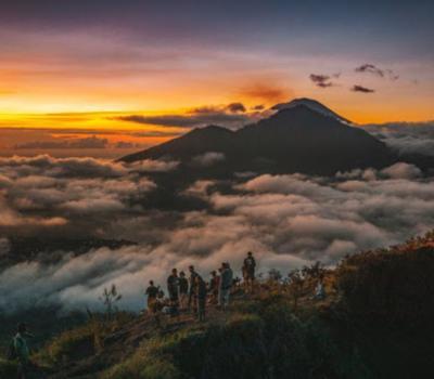 voyage à bali pour Le mont Batur, situé à Kintamani,  la montagne la plus appropriée pour grimper