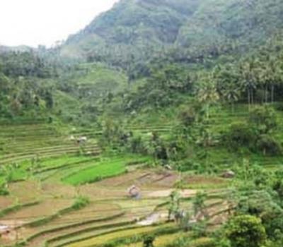 le village kastala-randonnée et masque et tuba  à bleu lagoon de padangbay