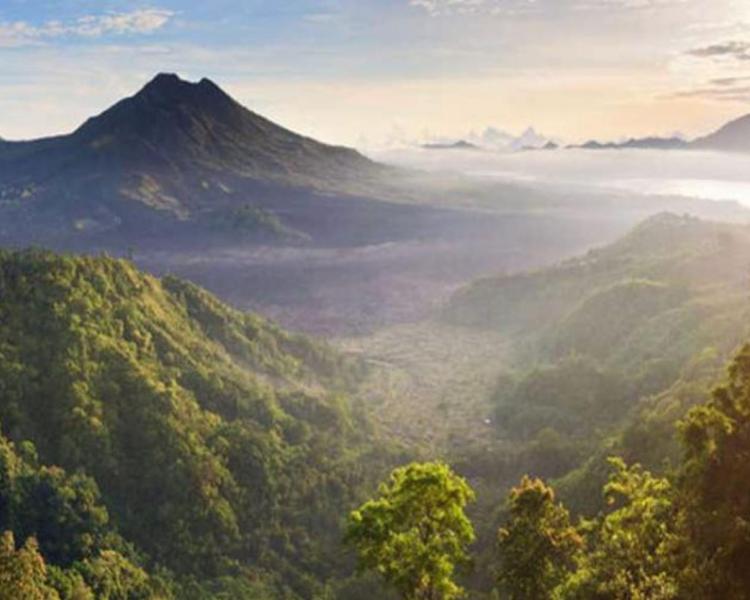 le magnifique lever de soleil du mont Batur qui a besoin de randonnée et Rafting - Ubud- Bali