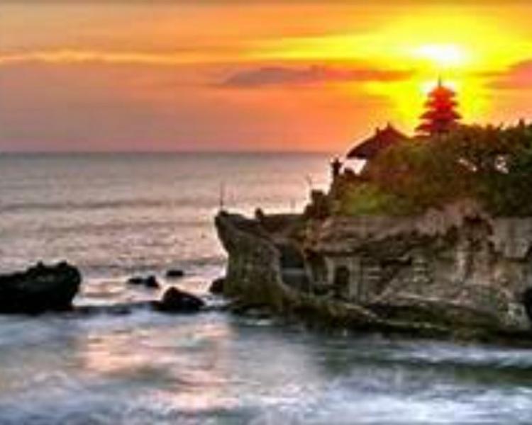 voyage à bali  randonnez dans le village de Munduk et le soleil se couche sur tanah lot