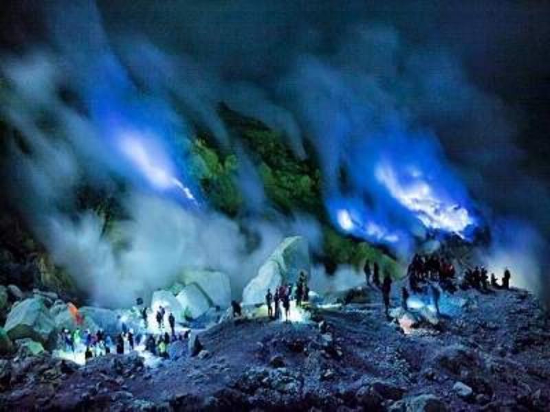 le mont d'ijen de la flamme bleu - java a banyuwangi