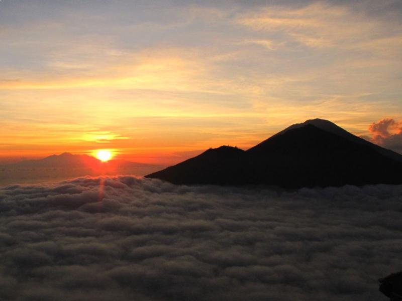 Randonnée et  un voyage organisé  à bali pour lever de soleil du mont batur-balilabelle