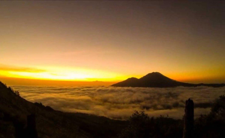 voyage à bali monter du mont batur avec verrez le lever de soleil