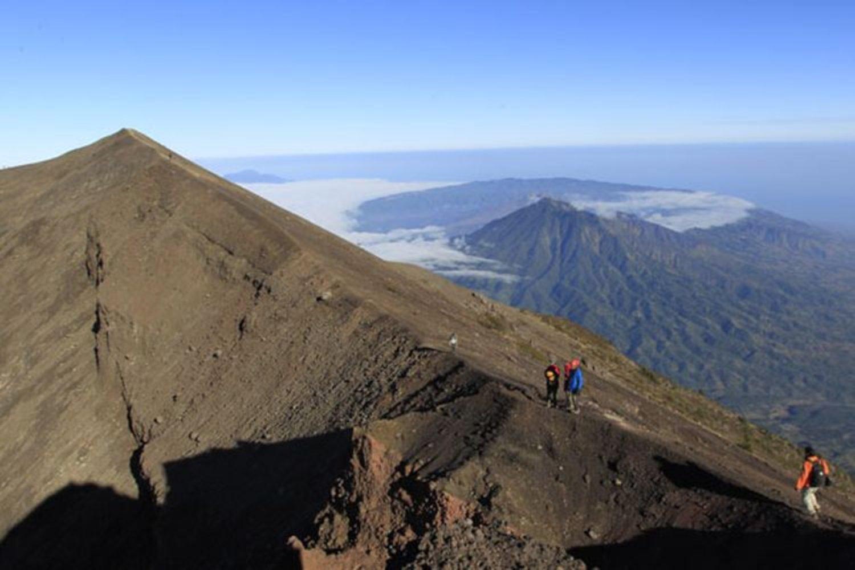 ascension du mont agung,  la beauté du   lever du soleil