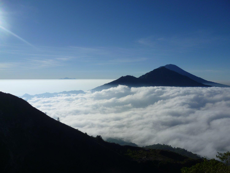 randonnée au Mont Batur  – penelokan kintamani  et telaga waja rafing tres exotique,,balilabelle