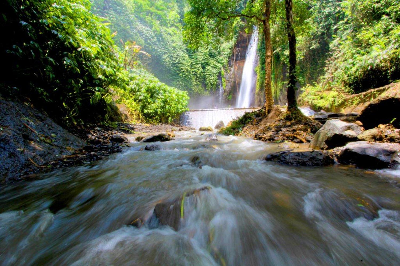 très jolie randonnée a  munduk avec tres belle cascade ,balilabelle