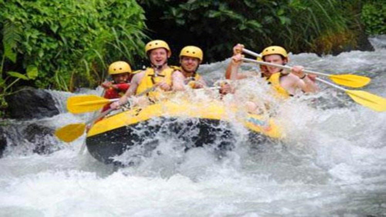 Notre conseil, faire du rafting sur la rivière Telagawaja et la cascade cepung,  Balilabelle