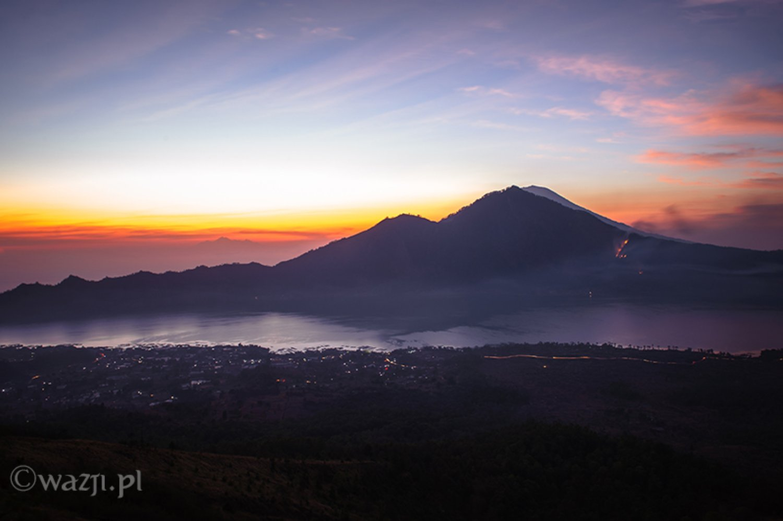 faire une promenade au mont Batur voir la beauté du lever de soleil  depuis le sommet du mont Batur