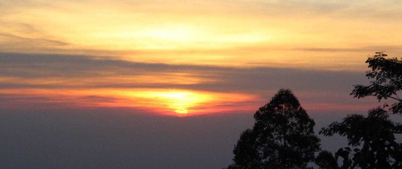 voyage à bali la beauté du lever de soleil panoramique depuis le sommet du mont Batur