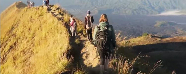 voyage à bali avec balilabelle l'ascension mont Batur avec vous admirer le lever de soleil
