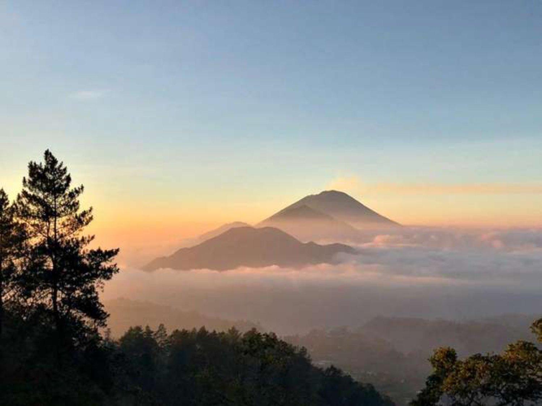 voyage à bali avec balilabelle grimper du mont Batur avec vous