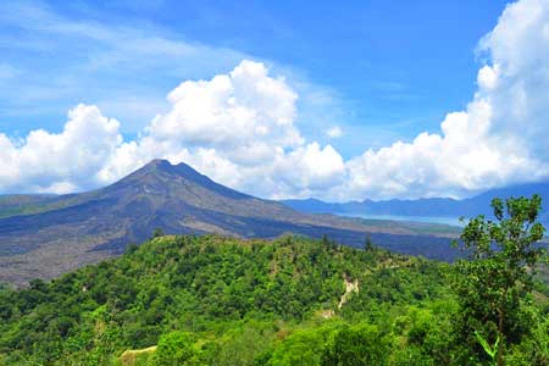 faites l'ascension  le mont Batur, situé à Kintamani,  combiné avec du rafting