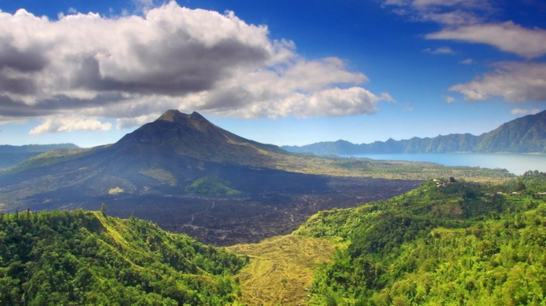 ascension le mont batur le volcan actif2021