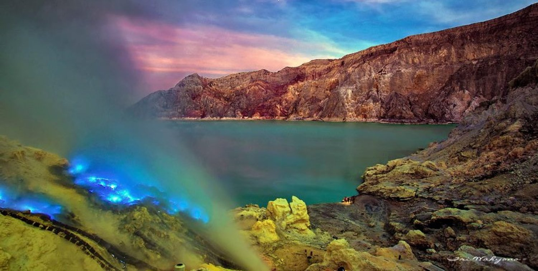 randonnée au mont ijen pour voir la flamme bleu et les mineurs du soufre depuis bali à Java
