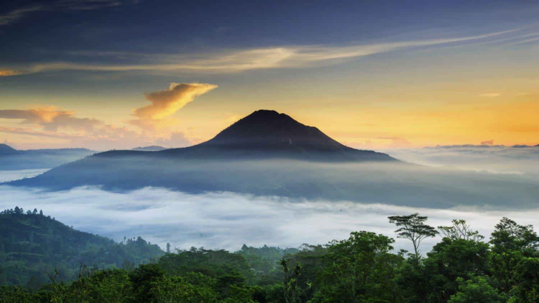 vous faites de la randonnée volcan batur très étonné de la vue