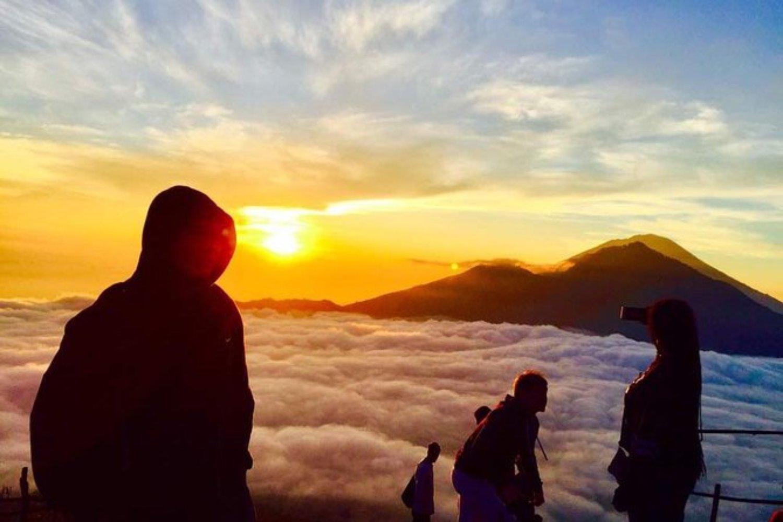 escalade  du mont  Batur avec vous  pour lever de soleil