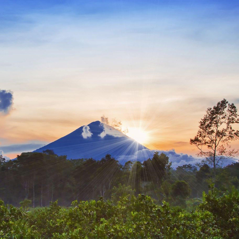 randonnée sur Le mont Batur est une montagne sacrée