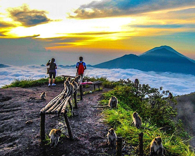 l'ascension du mont batur lever de soleil panoramique le matin