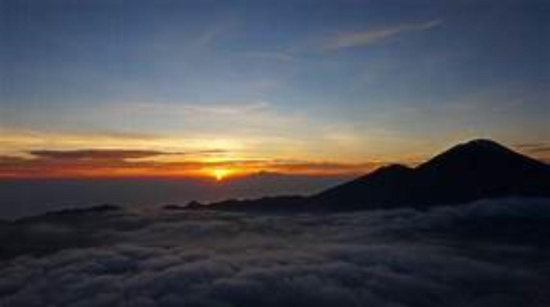 le mont batur  trés magnifique lever du soleil ,faites l'ascension