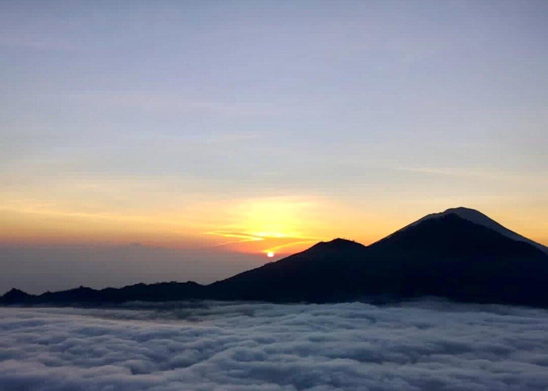 voyage à bali Le lever de soleil majestueux à Bali est incroyable mont batur