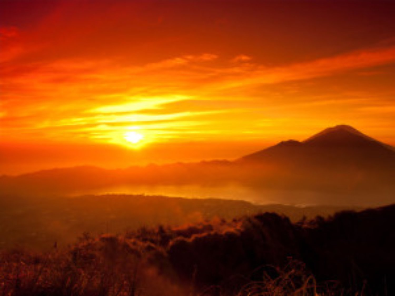 l'ascension du Mont Batur  avec le lever du soleil