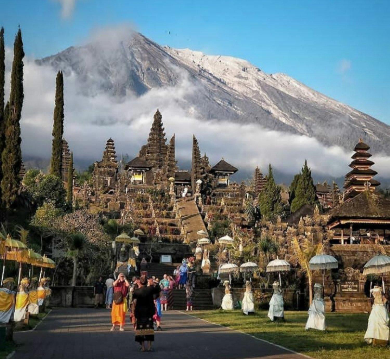 escalade  du  mont Batur, situé à Kintamani( BALI ), besakih temple combine rafting2020