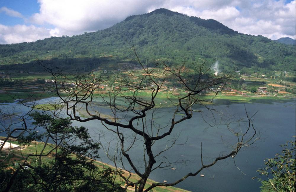 randonnée dans la jungle sauvage au lac buyan