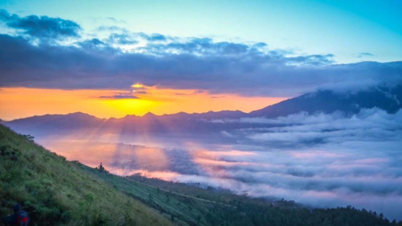 La randonnée en montagne à Batur est très impressionnante avec le lever du soleil, la balilabelle