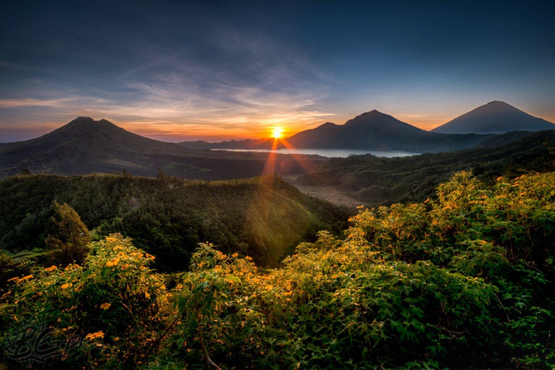 randonnée  au lever de  soleil  au sommet du mont batur