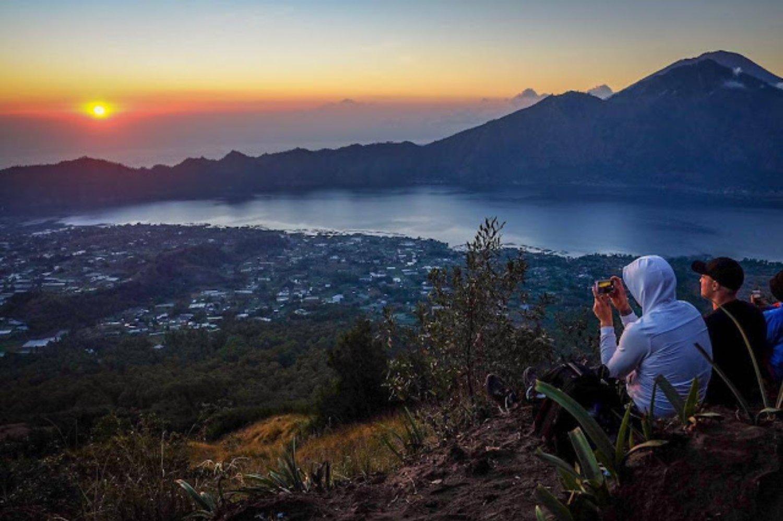 escalade du mont batur magnifique@avec le lever de soleil inoubliable