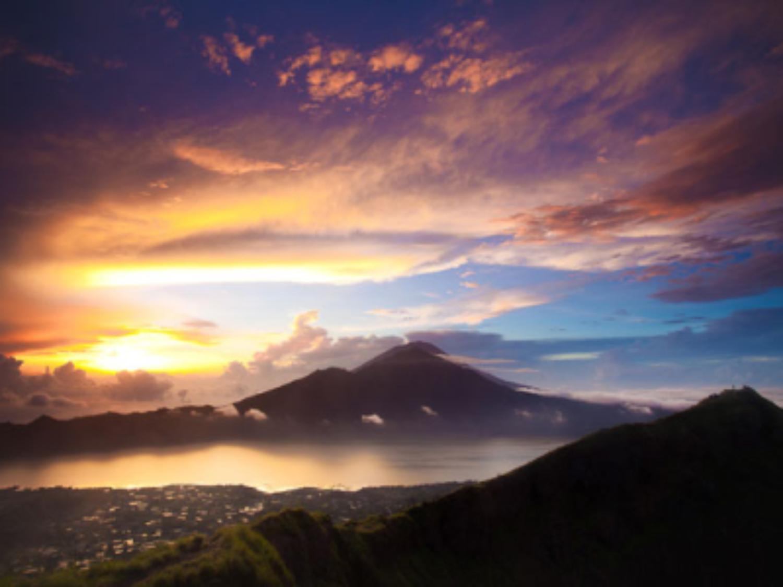 randonnée au volcan batur actif ,lever de soleil
