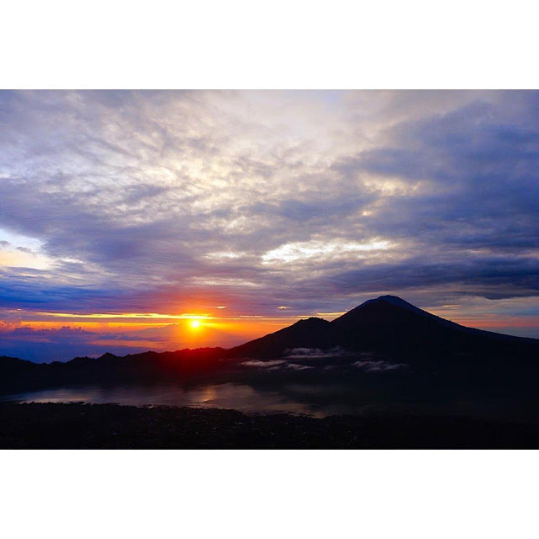 escalade du mont batur 2021 avec le soleil se leve