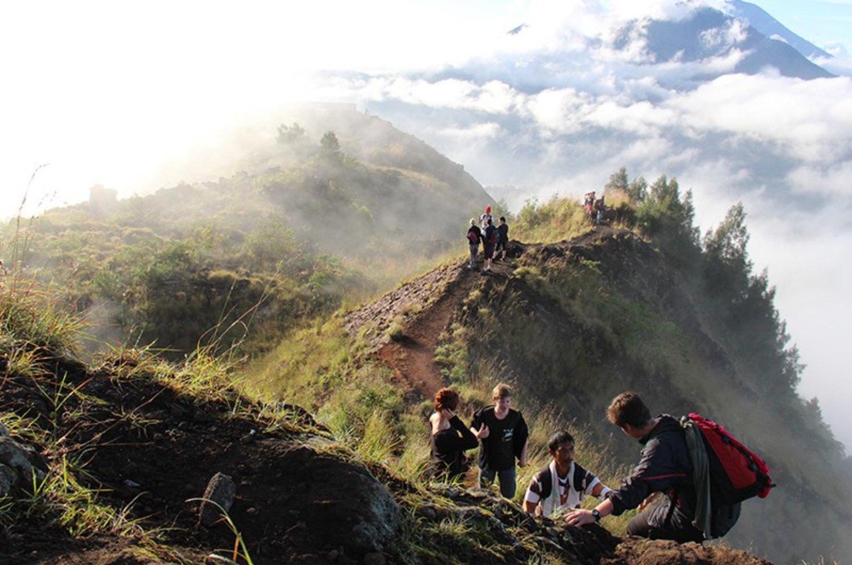 voyage à bali L'escalade du mont Batur est très émerveillée par la beauté du lever du soleil