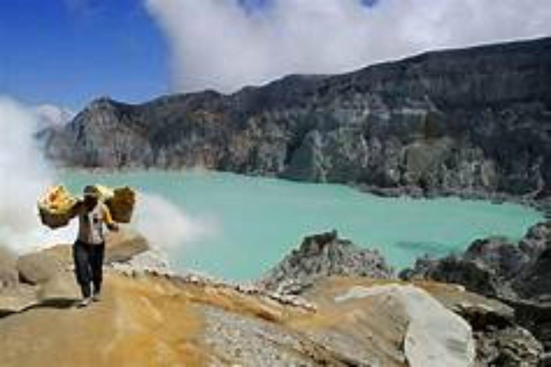 Blue Fire du kawah  Ijen Randonnée ,c'est un voyage organisé de Bali à Java