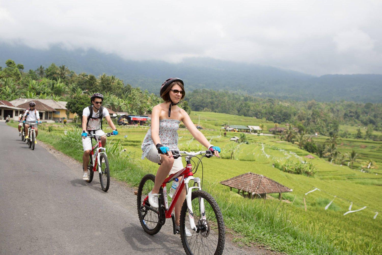 randonnée pédestre et à vélo dans le village de jatiluwih