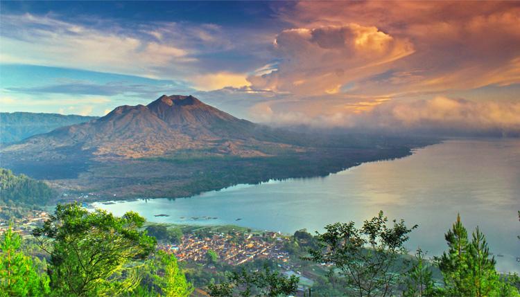 Mont Batur Trek avec une combinaison de rafting à Bali 2021