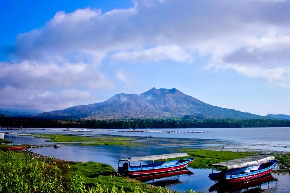 escalade du mont  batur le lever de soleil , bali - kintamani. paysages magnifique entre le volcan