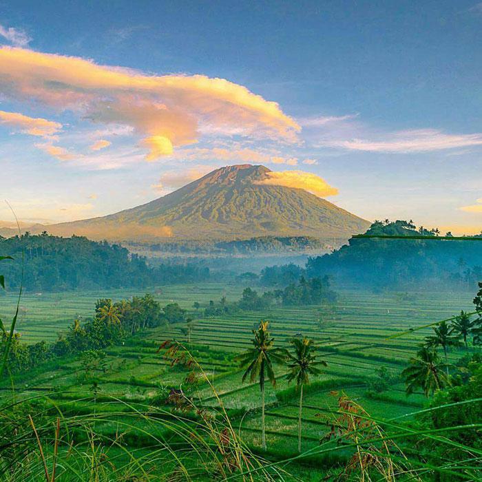 randonnée au mont agung majesteux et magnifique