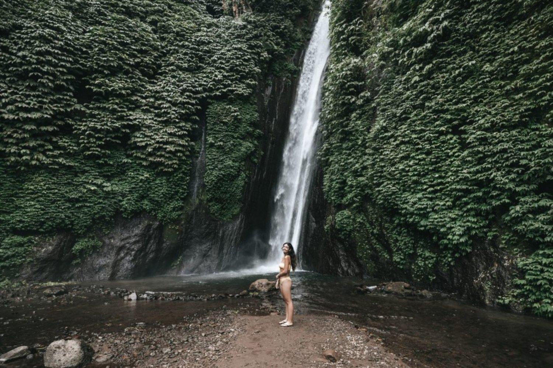 se promener dans les cascades  de munduk est enchanteur