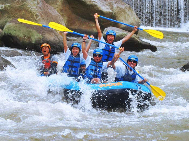 escalade du gunung batur avec family @ combinaison avec des activités de rafting